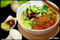 Kyaine Tong Mee Shae (Rice Vermicelli with Chicken)